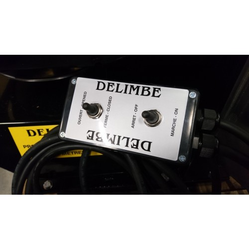 DISTRIBUTEUR ANTI-LIMACE DELIMBE T24 - 70L - 28M + attache 3 points tracteur
